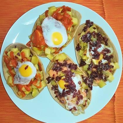 Barquitas Ibéricas con huevos de codorniz